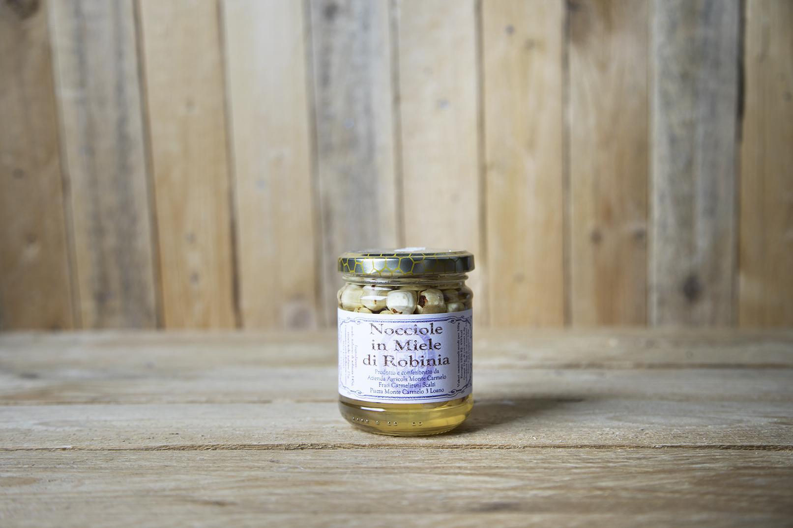 Nocciole in miele di robinia