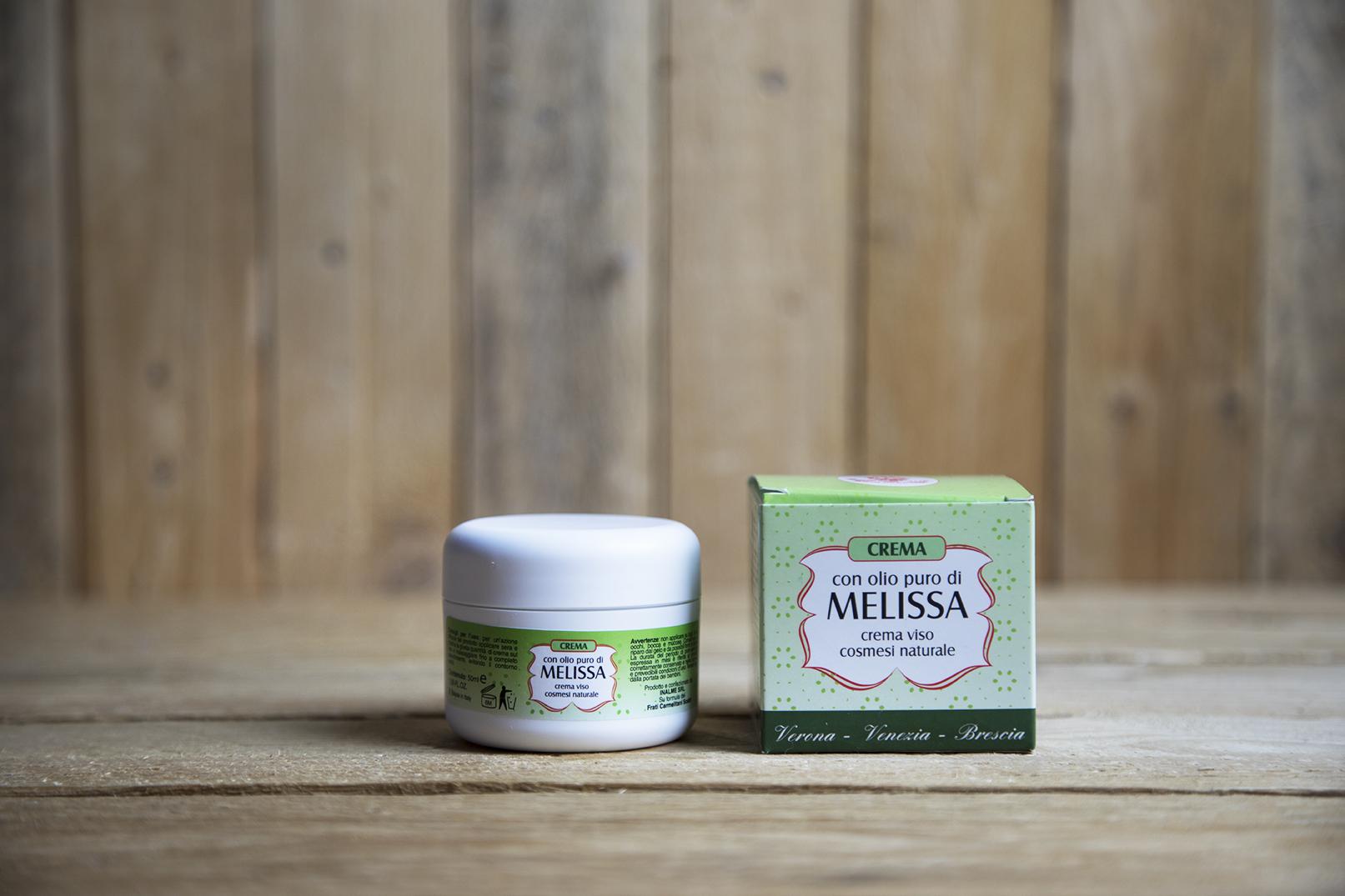 Crema per il viso con olio puro di melissa