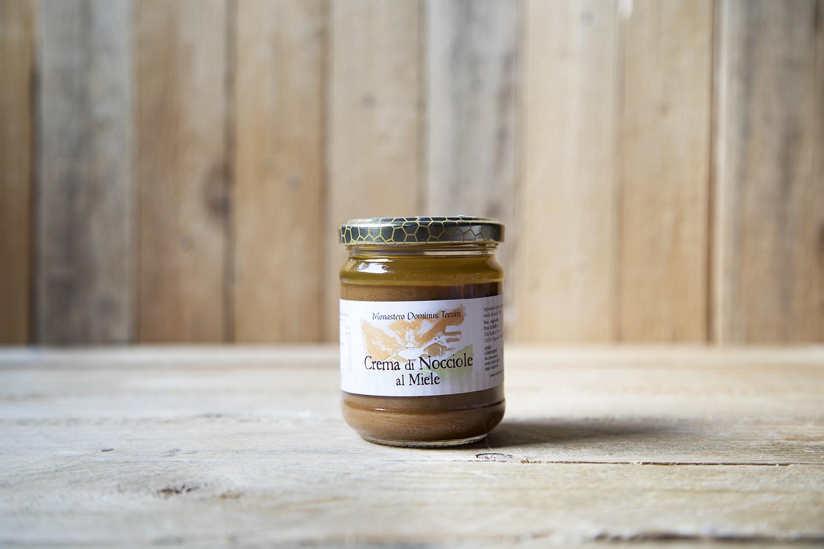 Crema di nocciole al miele