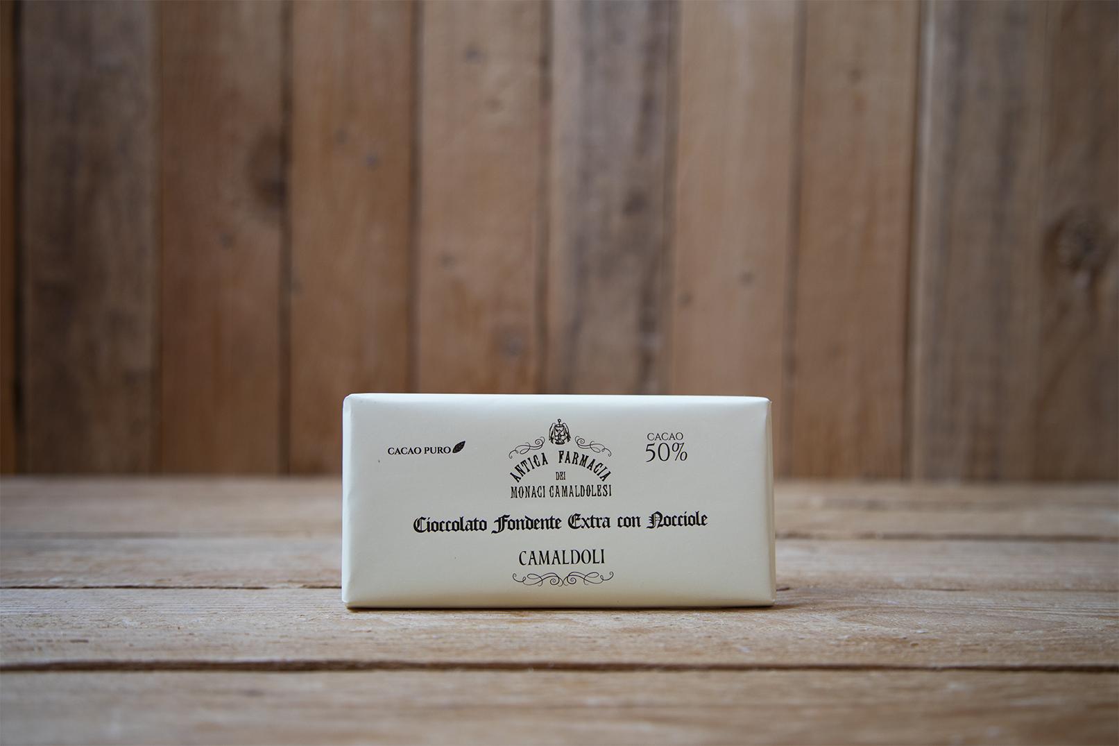 Cioccolato fondente 50% con nocciole tritate